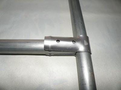 Clema T 90˚ Ø25mm